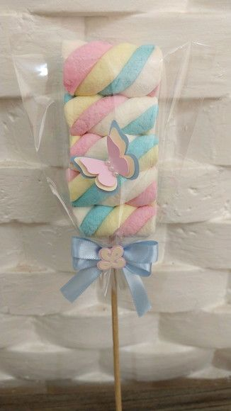 Marshmallow lollipop in baby shower gift bags