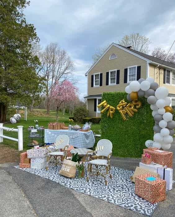 drive-by baby shower decoration example 2