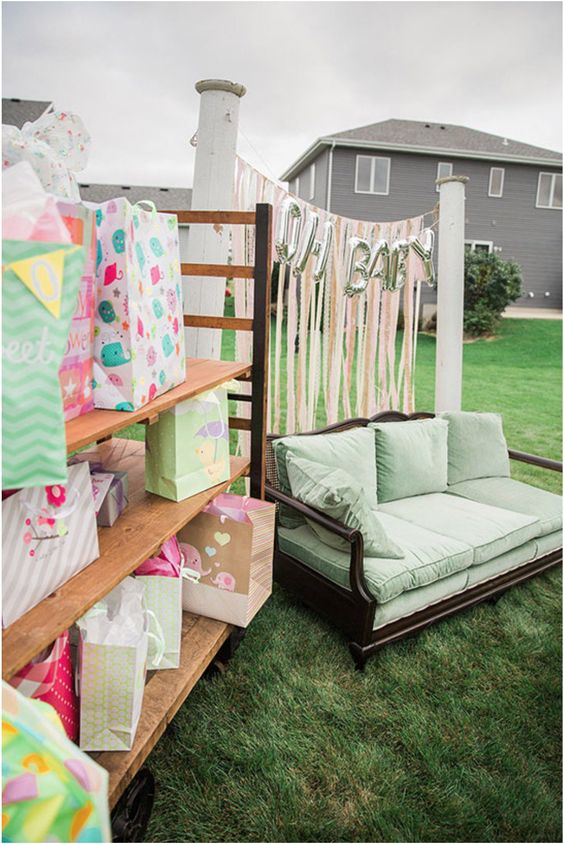 drive-by baby shower decoration example