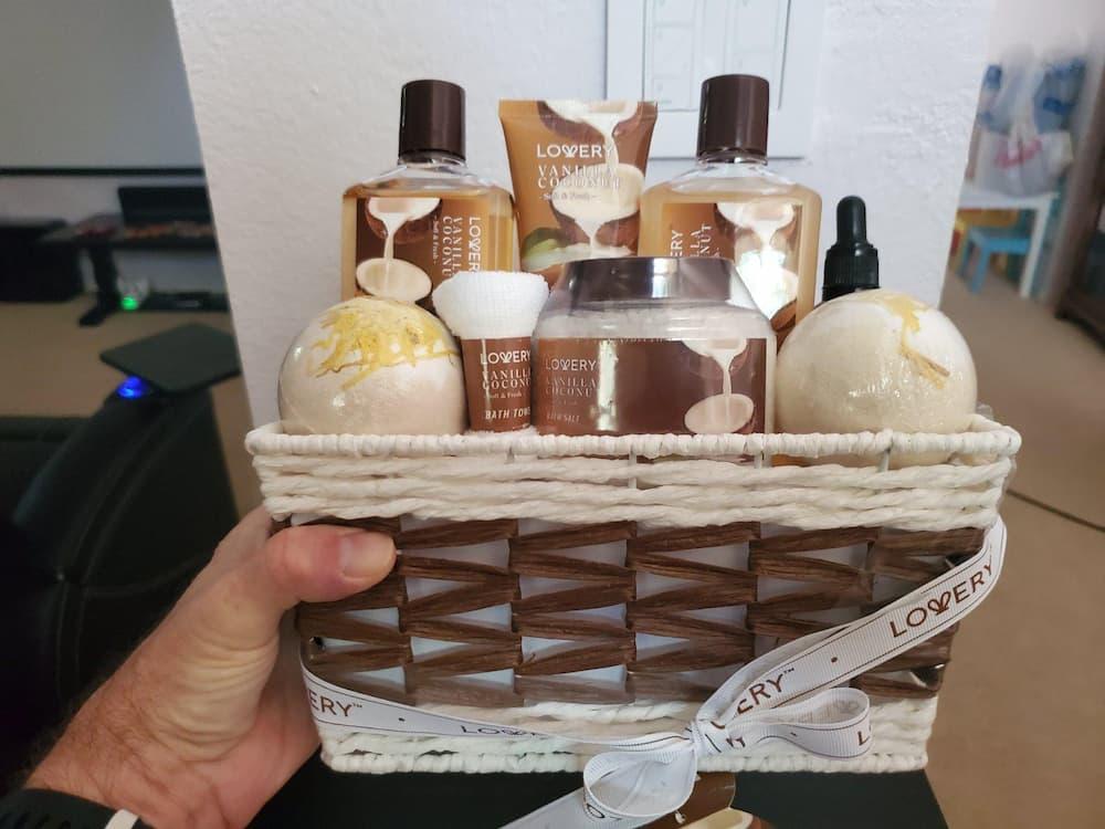 Baby shower hostess Gifts bath basket